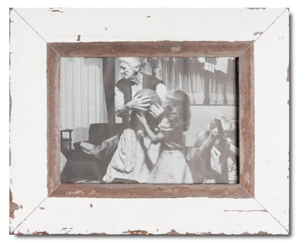 Basic distressed wooden picture frame for picture size 15 x 20 cm