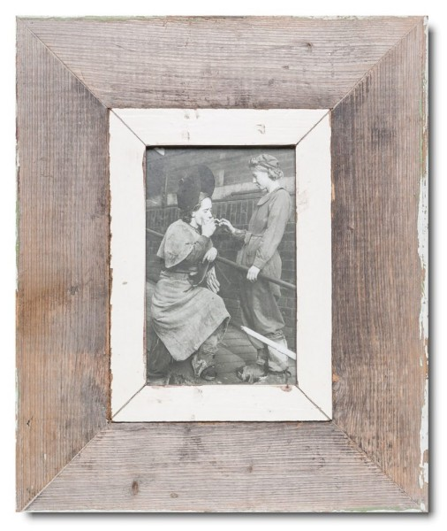 Reclaimed wood photo frame for picture format A6