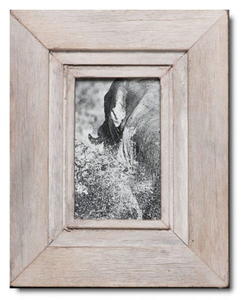 Reclaimed wood picture frame for photo format A6