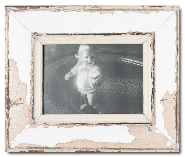 Distressed wooden picture frame for picture format 14,8 x 21 cm