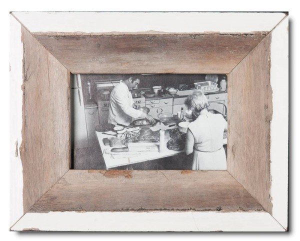 Basic reclaimed wood picture frame for photo format 10 x 15 cm