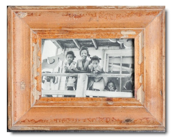 Basic rustic timber photo frame for picture size 10 x 15 cm